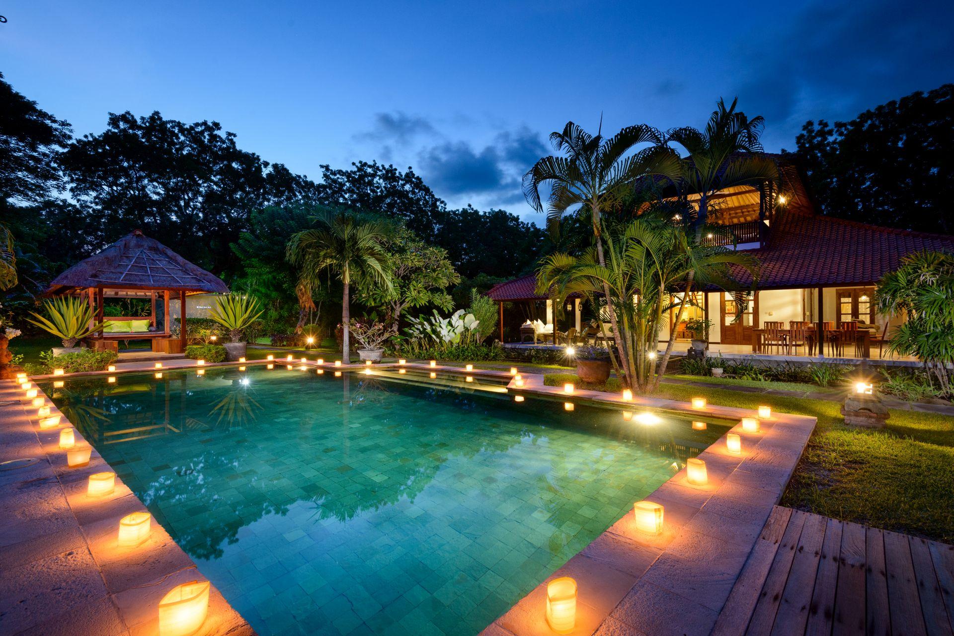Luze priv zwembad en terras villa bet n bukit for Zwembad prive